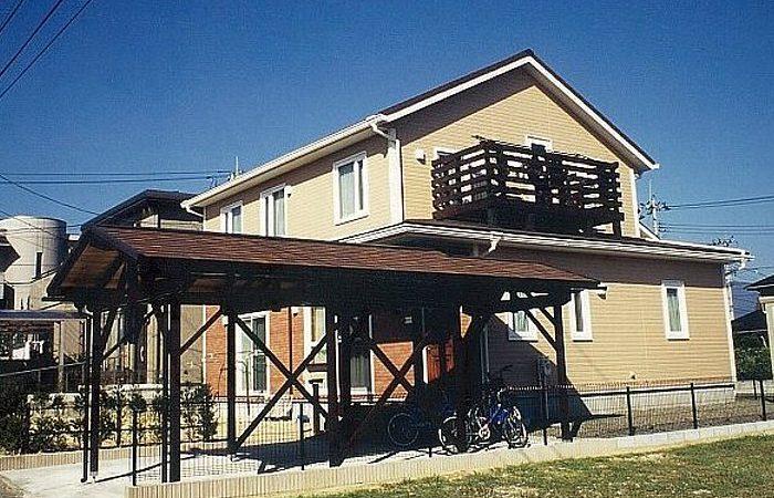 木製カーポートのある家