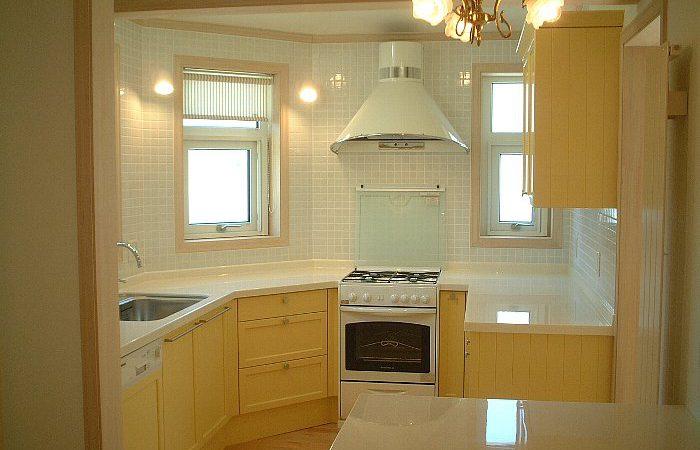 五角形のキッチンがある家