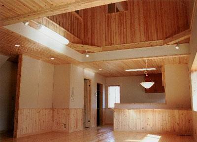 木の香りに包まれた家