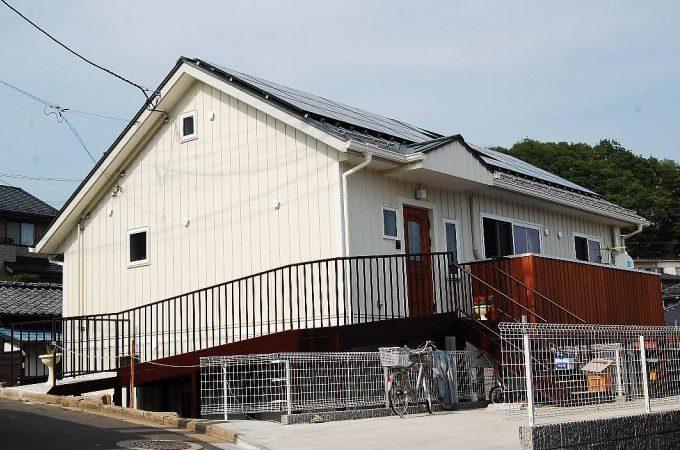 北仙台の丘陵地に建つ二世帯住宅の家