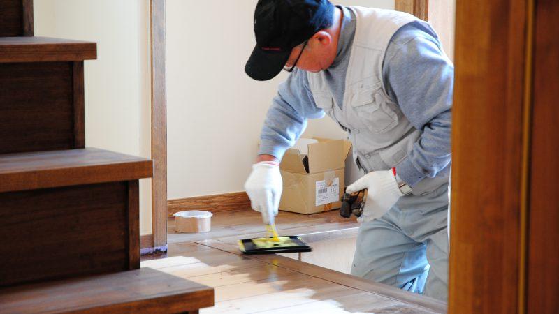 [家づくりblog]うんていのある家 床の仕上げ塗装