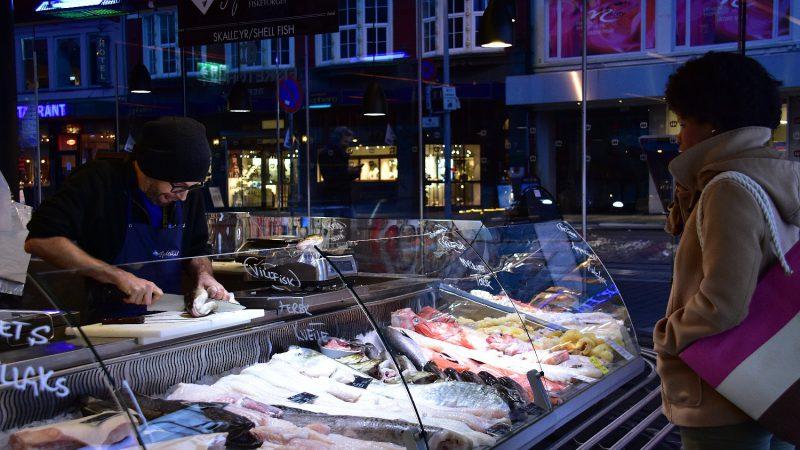 [北欧のくらし] ベルゲンのフィッシュマーケット(ノルウェー)