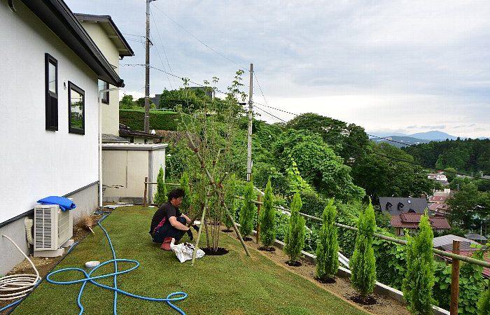 [仙台の街が見える家] 植栽工事(家+庭=家庭)