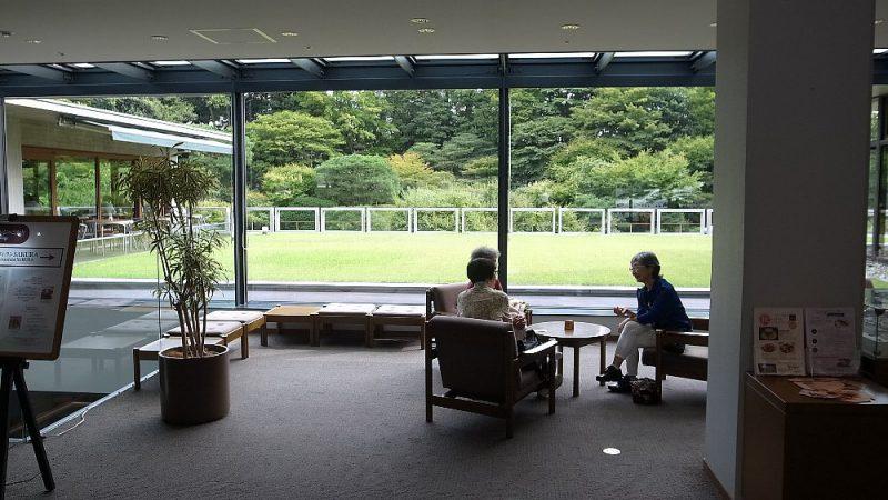 モダニズムな会館と歴史ある庭との融合 東京六本木にて