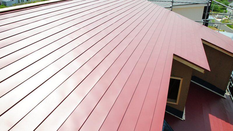 [koagariのある家] 青空のもと屋根工事