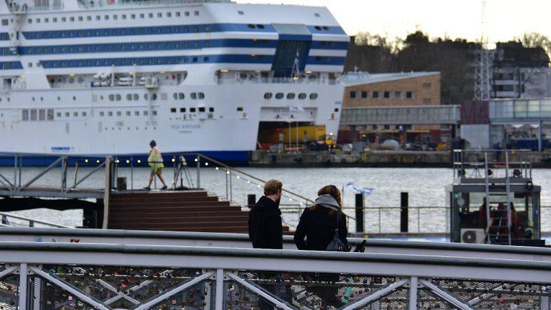 [北欧のくらし] ヘルシンキの港にかかる小さな橋