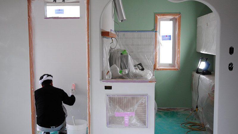 [チャーリー☆ハウス] 内部ダイアトーマス塗り壁作業