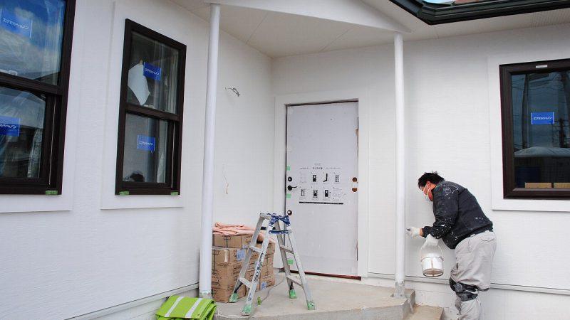 [油絵が時をつなぐ家] 内部塗り壁(ダイアトーマス)と外部塗装