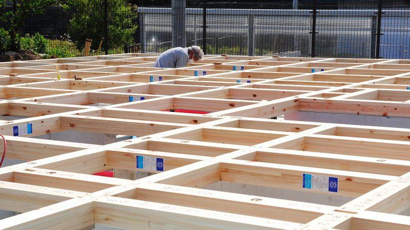 [大家族に乾杯!の家] 建て方木工事がスタート