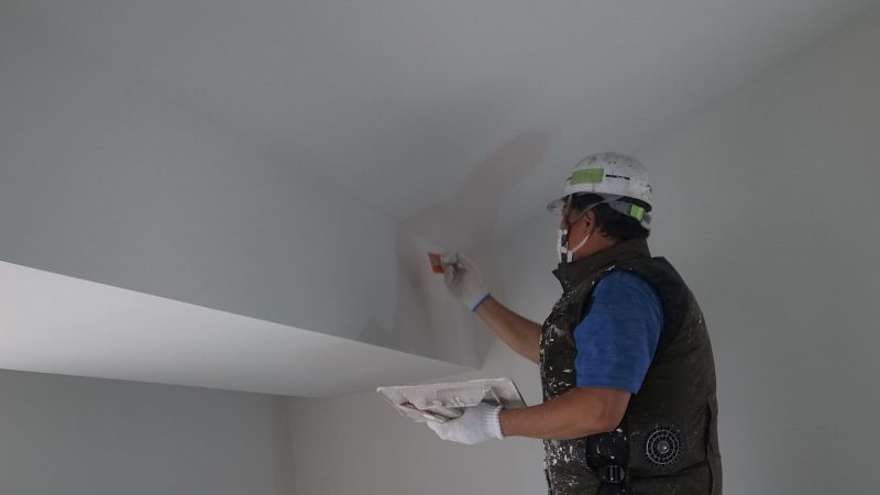 [そら景色が広がる家] 内部塗り壁作業の様子~ダイアトーマス